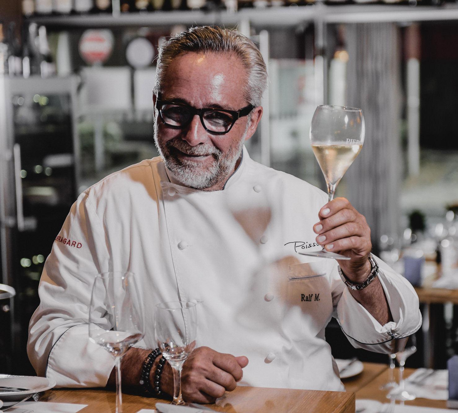 Poisson-Chef Ralf Marhencke bei einem Glas Wein